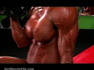 裸露彎曲和假陰莖