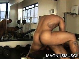 道格拉斯大師和馬修斯axell:拉丁裔肌肉buffs癮癮