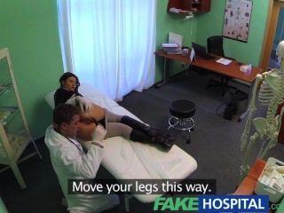 fakehospital完美的豐滿苗條病人喜歡醫生公雞治愈