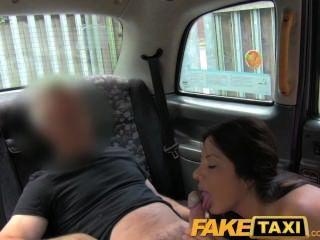 faketaxi性感的美國人為老出租汽車把戲