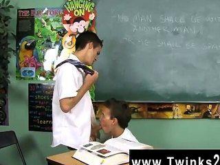 驚人的同性戀現場灰塵和利奧頁是兩個男生卡住