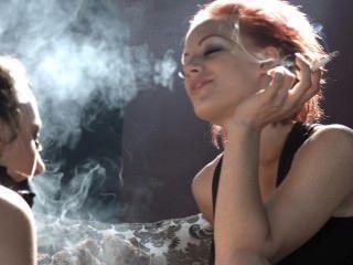 loulou主導sub belle與她的煙霧,讓她請她的情婦