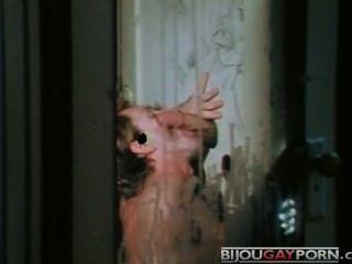 榮耀孔,剪刀和假陽具追趕(1975)