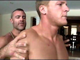 旅行massaeur赤裸直男人