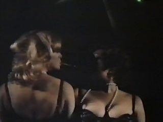 兩個女性間諜與開花的內褲(1979)整部電影