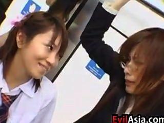 亞洲女學生和老師