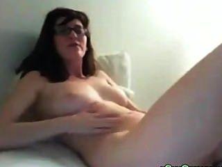 大山雀書呆子青少年假陽具她的陰戶然後在網絡攝像頭