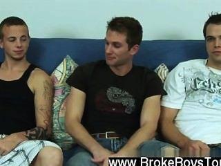 性感的男人喜歡總是,麥克一樣堅硬的岩石只有一兩分鐘,