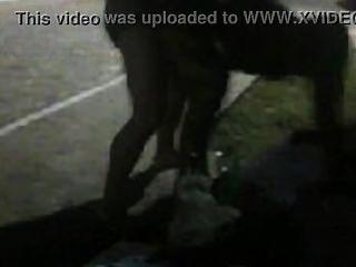 穆拉·塔拉達·波羅·羅拉,dando pra um macho pauzudo no meio da rua ...