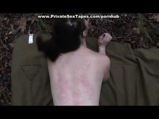 他媽的和暨射擊他的女朋友在森林裡