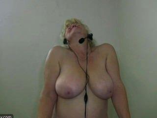 胖的奶奶在家庭健身房剝離