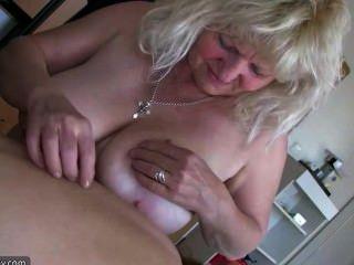 老大肥胖的女人奶奶有樂趣