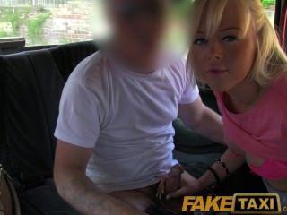 faketaxi漂亮的金發英國寶貝得到司機兼在她的禿頭的陰部