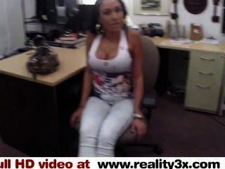 真正的spycam性大乳頭拉蒂是一個蕩婦的一些現金reality3x.com
