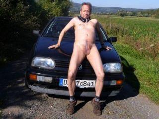 在車上的公共赤裸上身的屁股