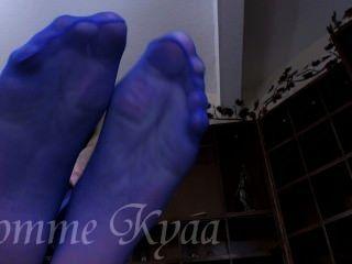 崇拜她的大藍色連褲襪腳