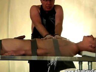 同性戀者twink亞歷克斯一直是一個非常壞的奴隸,竊取jism從