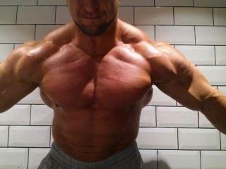 肌肉擺姿勢練習
