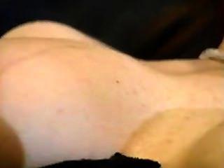 莎拉·詹妮·漢密爾頓在沙發上亂搞約翰麵團