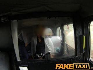 faketaxi金發milf他媽的出租車司機在後座