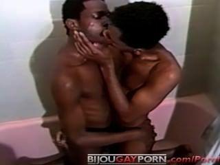 在樹蔭下2復古同性戀所有黑色淋浴性