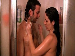 淋浴快。口交&大屁股小狗在淋浴。