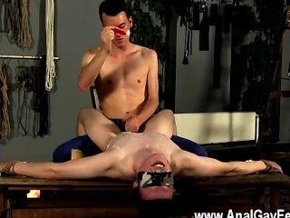 裸體男人手淫和打蠟到極限