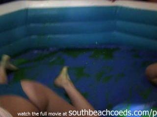 野生熱女孩jello摔跤在學院酒吧南海灘佛羅里達