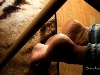 驚人的成熟起皺的鞋底
