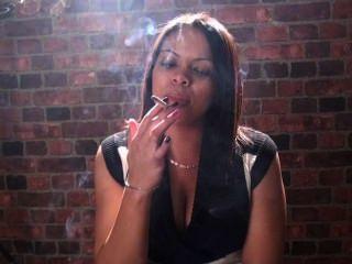 吸煙的戀物癖和吸煙的女孩只是你的臉上最好的!