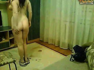 性感22歲的女孩,角質的貓和滑稽的舞蹈