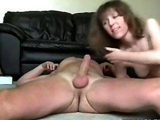 性感的角質milf吸和他媽的她的丈夫公雞