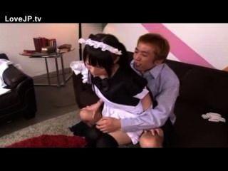 小的日本青少年女傭