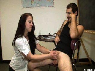 教師懲罰學生擠奶