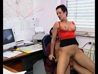 susanna de garcia:他媽的老闆在辦公室