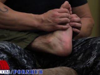 腳摩擦導致他媽的