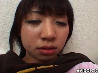 飢渴的日本青少年的手指她可口濕搶奪