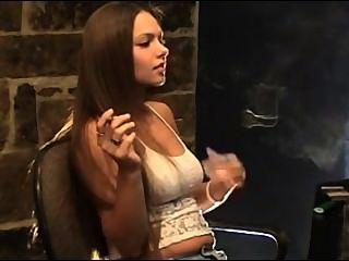 lynn吸煙戀物癖。