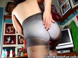 pantyhosed媽媽是一個強迫手淫