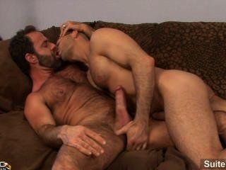 lustful已婚的傢伙亞當russo被釘在一個飢渴的同性戀躲避狼