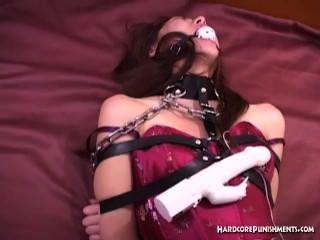 性感東方寶貝球堵嘴和包裹在鏈中
