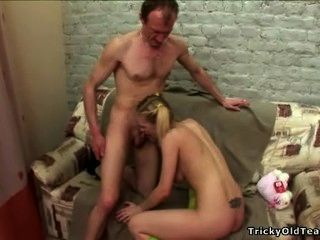 棘手的老師天使喜歡性感的白膚金發的女小學生