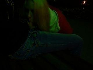 口交在公園在晚上她的男朋友
