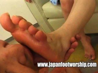 吸吮家庭主婦赤腳