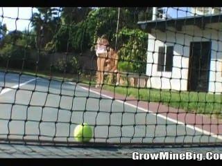 打網球之前他媽的
