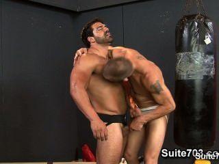 熱的運動員他們在健身房他們緊的buttholes