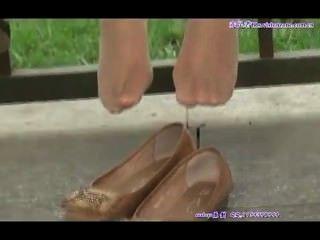 在尼龍的性感的坦率的亞洲青少年的腳