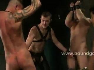rwo kinky大師和兩個順從奴隸
