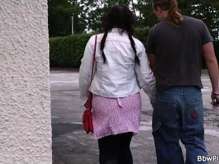 bbw旅遊者在公共洗手間拿起和他媽的
