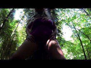sookie藍調pees在樹林公共裸露水上運動